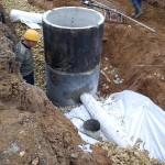 Прокладка дренажных труб при строительстве путей